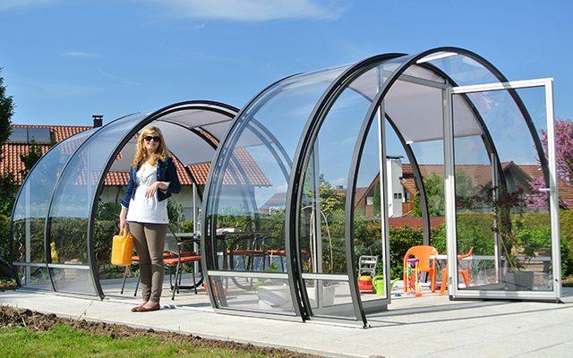 LUNA Gartenlaube - das schiebbare Glas-Gartenhaus